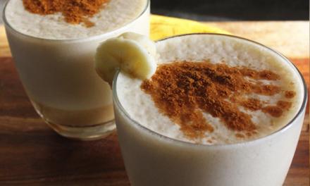 HOT: warme ontbijt smoothie die smaakt naar bananenbrood
