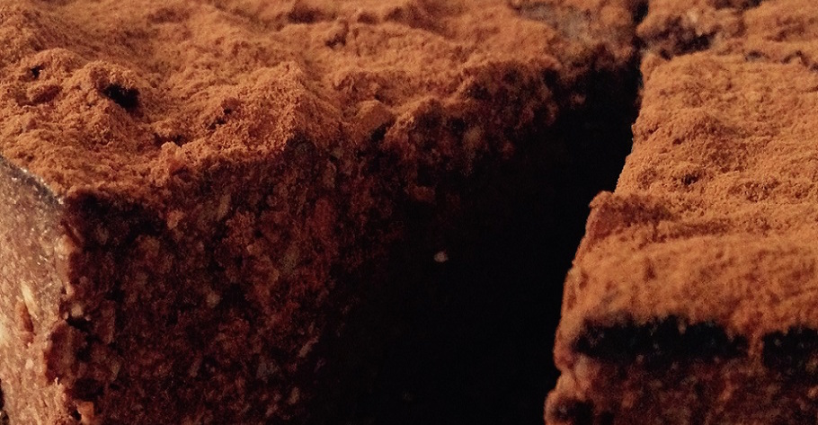 rauwe vegan chocoladetaart