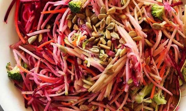 Een nazomer appel bieten salade met verfrissende smaken, paleoproof