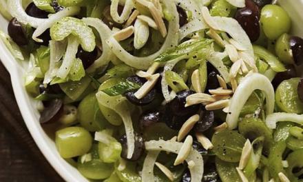 Een salade met venkel, selderij en druiven