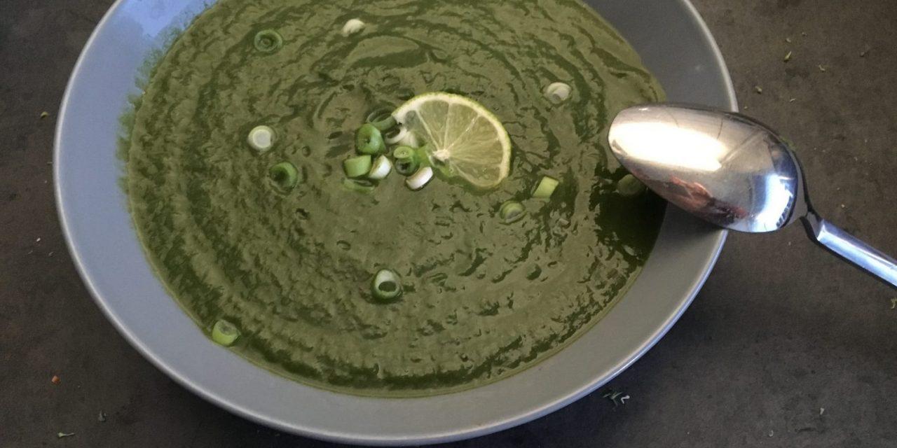 Energieke broccoli spinazie soep